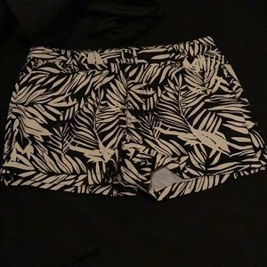 short woven cream and black shorts